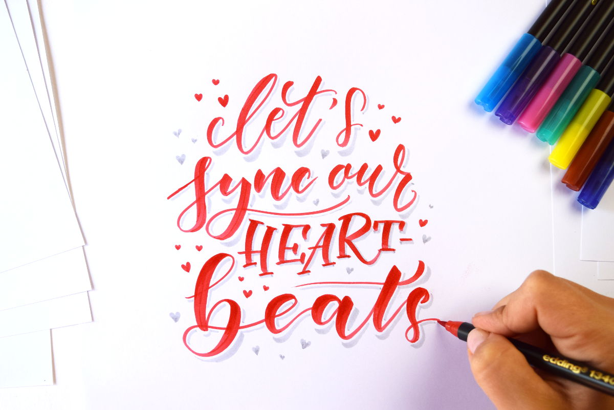 "Brushlettering ""Let's sync our heartbeats"" - Ludmila Blum 